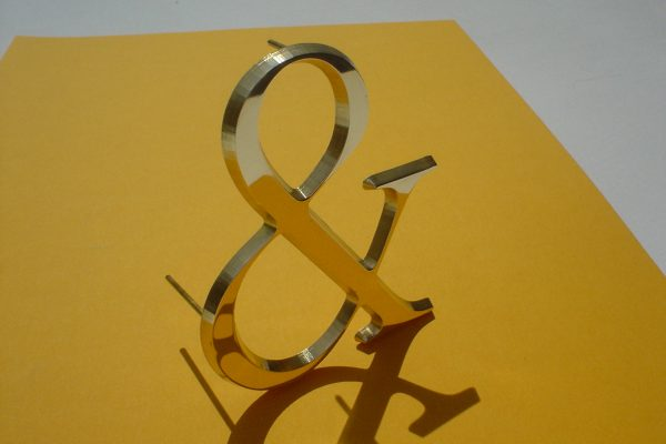 Messingbuchstaben