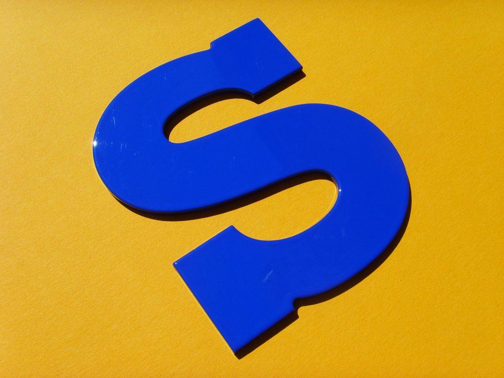 Buchstaben aus Aluminium pulverbeschichtet