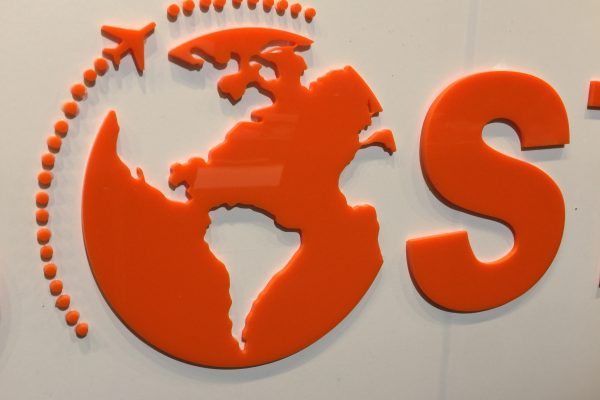 Buchstaben und Logos aus Acryl