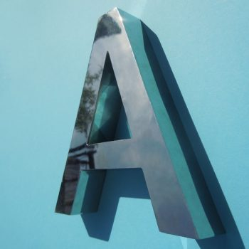 Profilbuchstaben aus Edelstahl